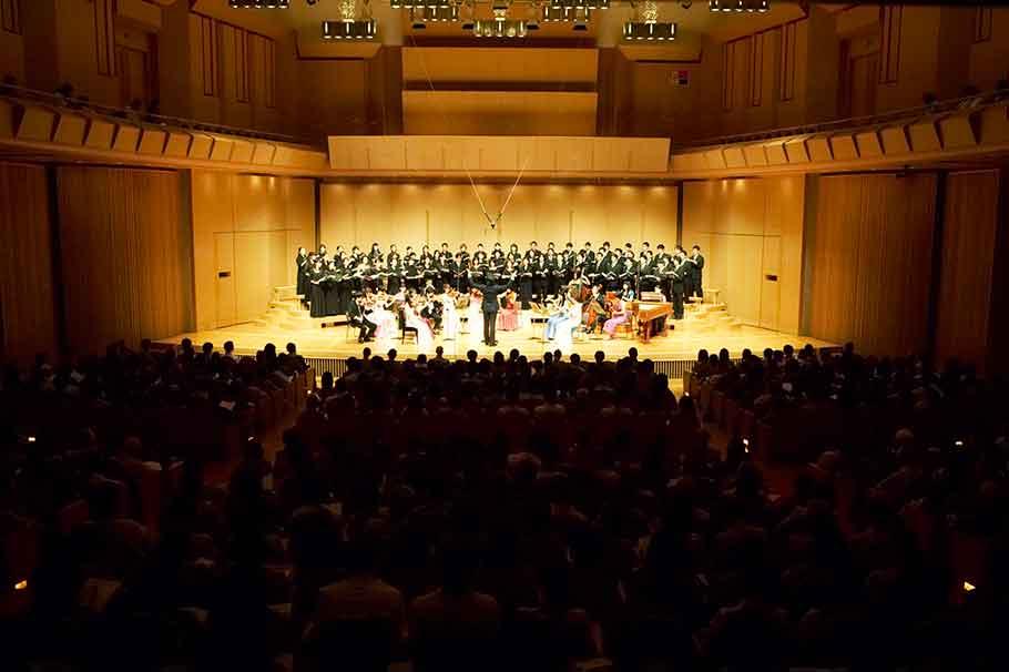 講演会や授業中、クラシックのコンサート
