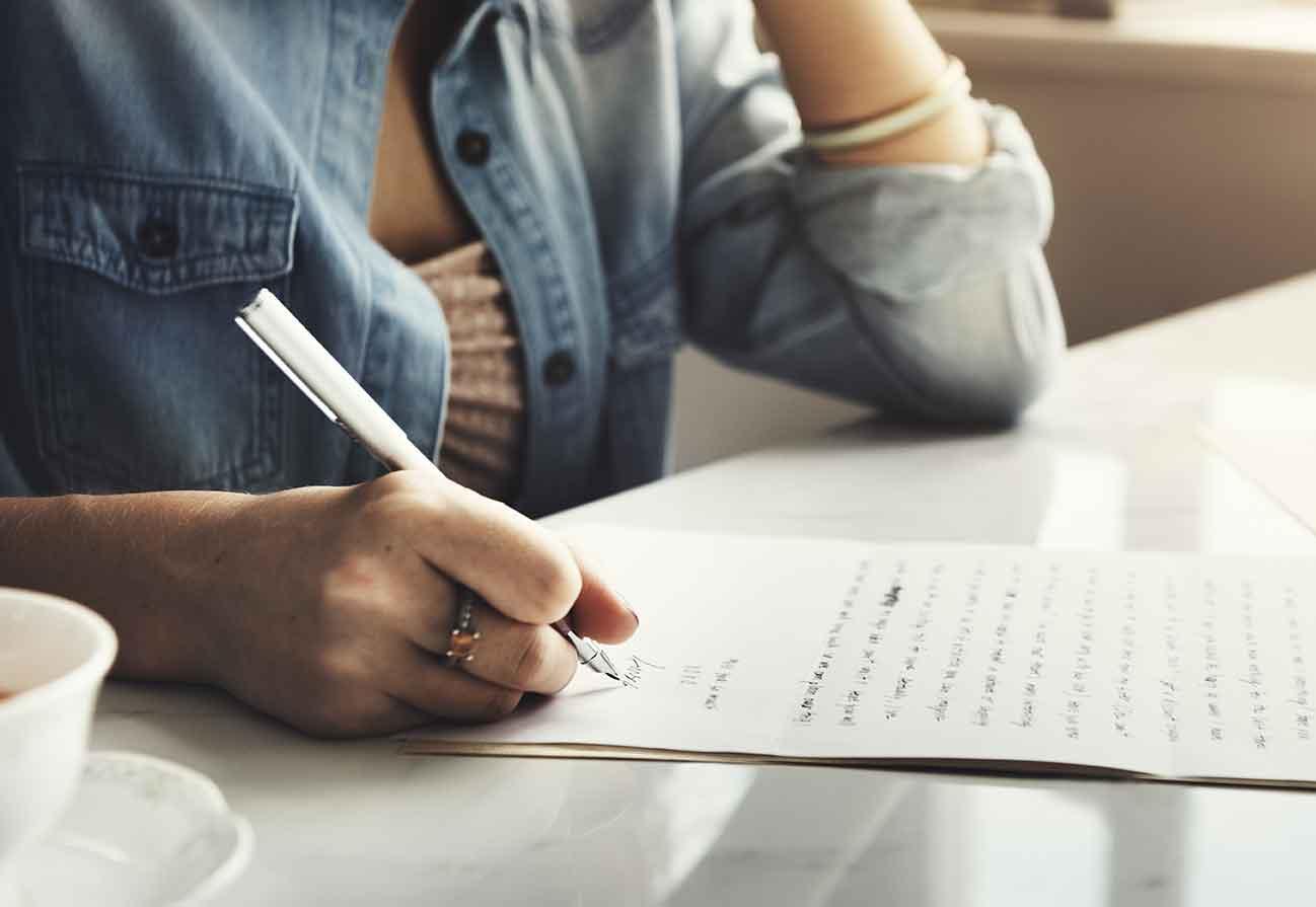 自分の嫌なところを何も浮かばなくなるまで紙に書き出してみましょう
